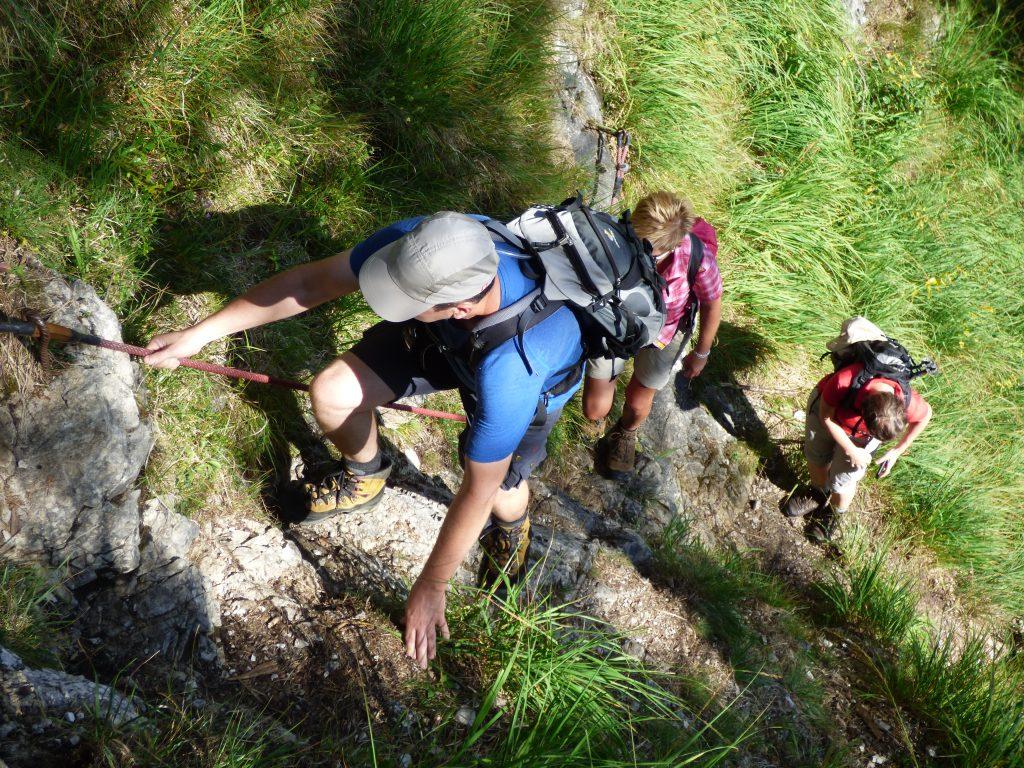Auch auf roten Wanderwegen kann mal eine Kletterstelle kommen ...
