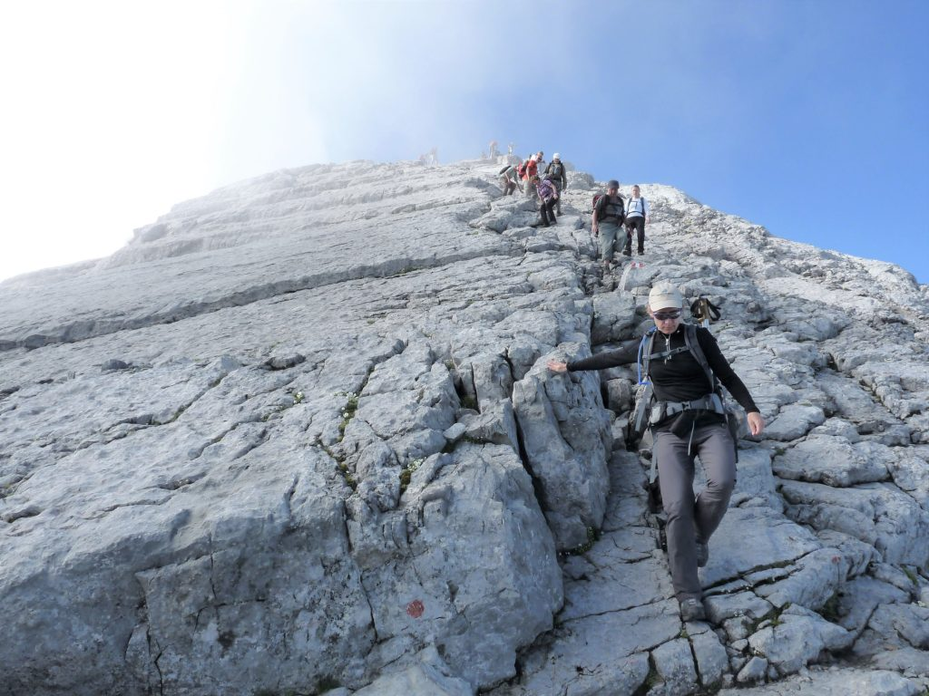 Schonend und sicher: Gehtechnik beim Abstieg
