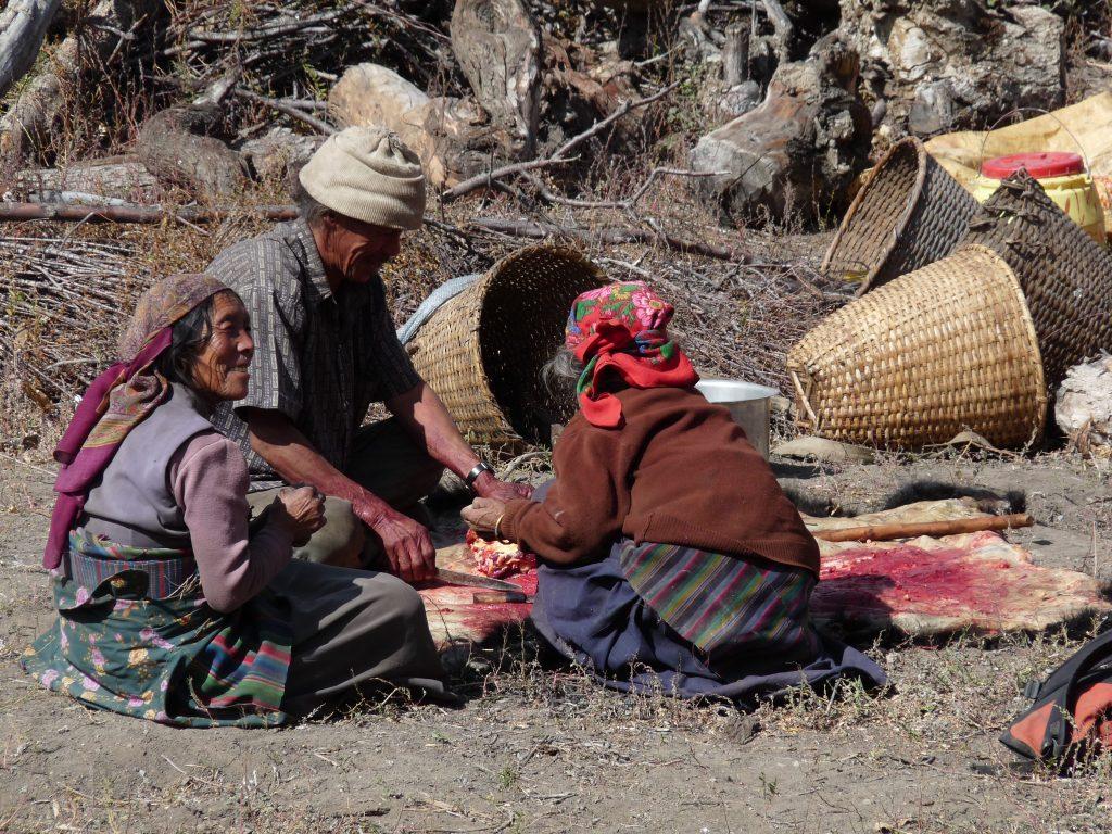 Auch die Einheimischen tragen mehrere dünne Schichten.
