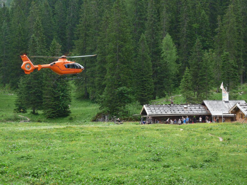 Der Rettungshubschrauber ist erst für die 2. Hilfe zuständig ...