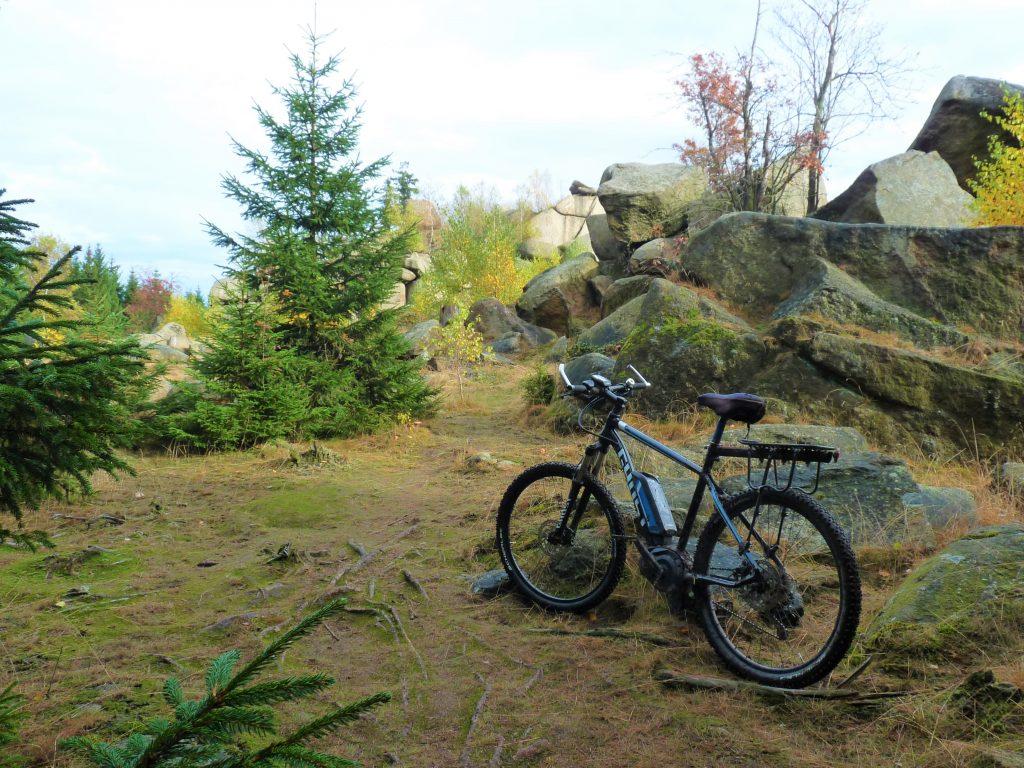 Auch im Gelände nicht hilflos: Das E-Mountainbike