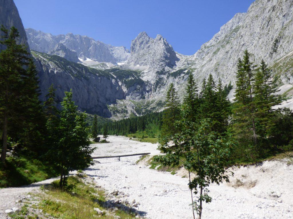 Blick vom Höllentalanger auf die Zugspitze