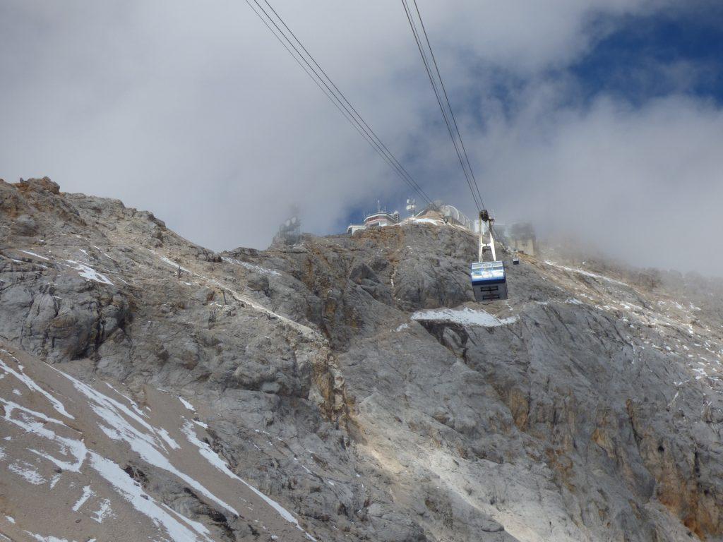 Zugspitze: Trotz aller Kritik werden die  beliebtesten Teile der Alpen immer stärker erschlossen.