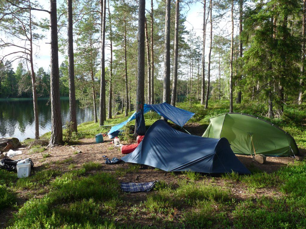 Auf Trekkingplätzen in der Natur übernachten.